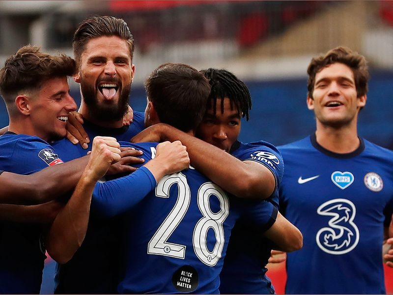 Chelsea celebrate Olivier Giroud's opener against Manchester United in the FA Cup semi-final