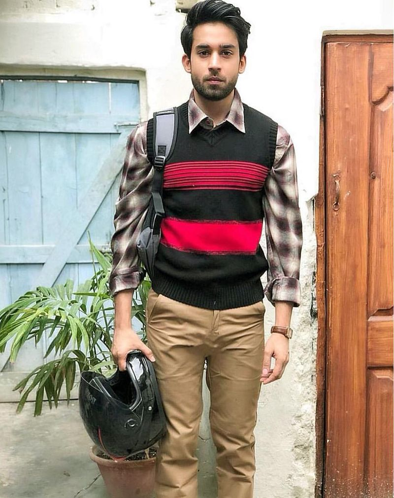 Bilal Abbas Khan on the set of AIK JHOOTI LOVE STORY-1595406646421