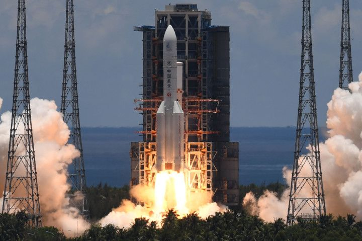 China launches independent rocket probe to Mars