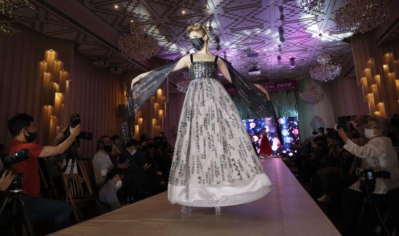 Copy of Virus_Outbreak_South_Korea_Fashion_Show_39776.jpg-52151~1-1595656204297