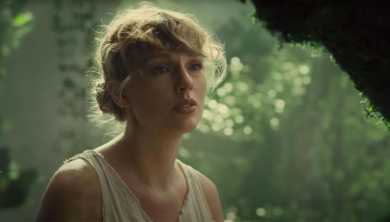 Taylor Swift-1595674102578