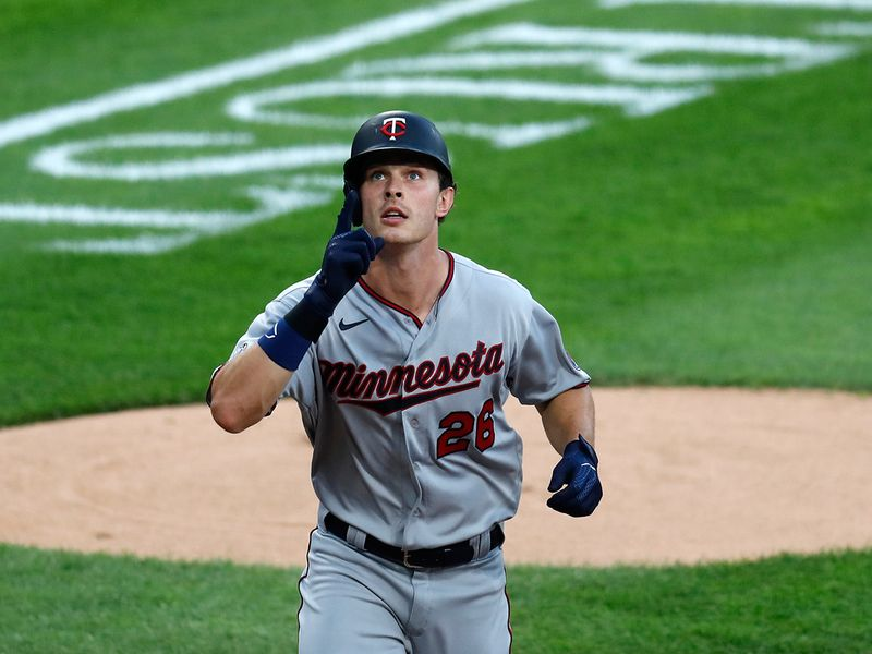Twins 10, White Sox 5 Max Kepler smacked two solo home runs, Jake Cave, Jorge Polanco and Luis Arraez had two-run singles, and visiting Minnesota opened the season with a victory against Chicago.