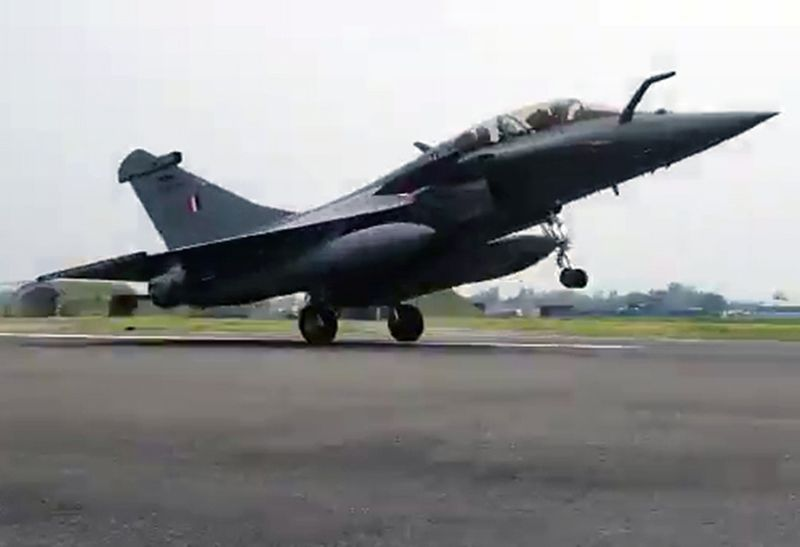 Touchdown of Rafale fighter aircraft at Ambala airbase.