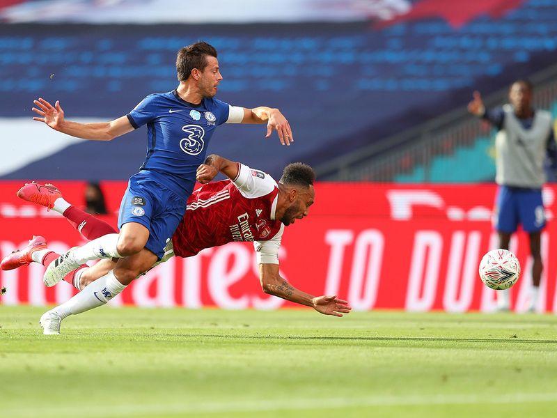 Cesar Azpilicueta brings down Aubameyang for the penalty