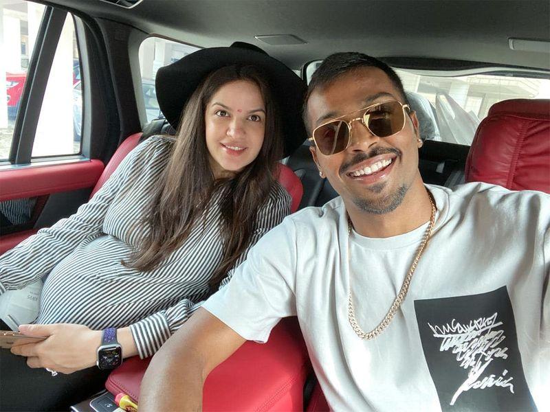 Natasa Stankovic with Hardik Pandya.