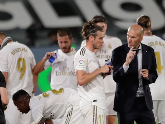 Gareth Bale speaks to Real Madrid boss Zinedine Zidane