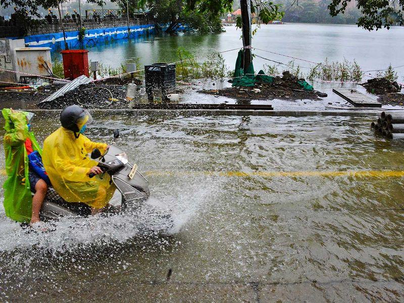 Mumbai rain India waterlogged