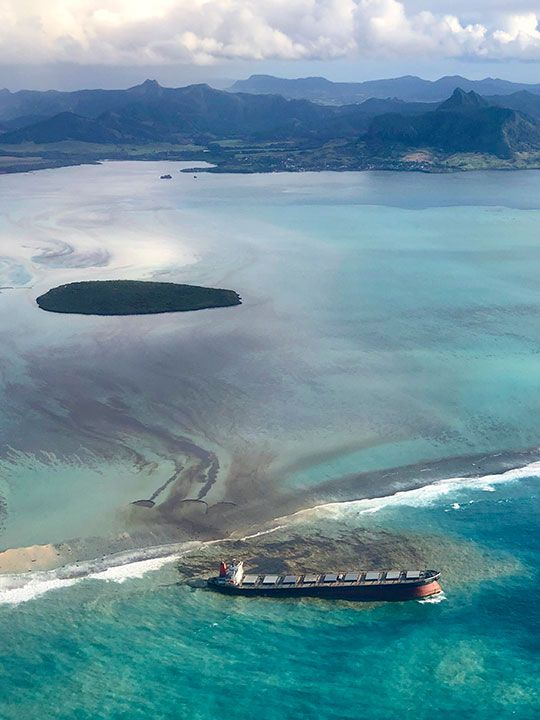 Mauritius_Leaking_Ship_53856
