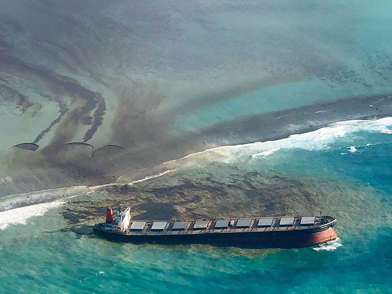 Mauritius_Leaking_Ship_68509