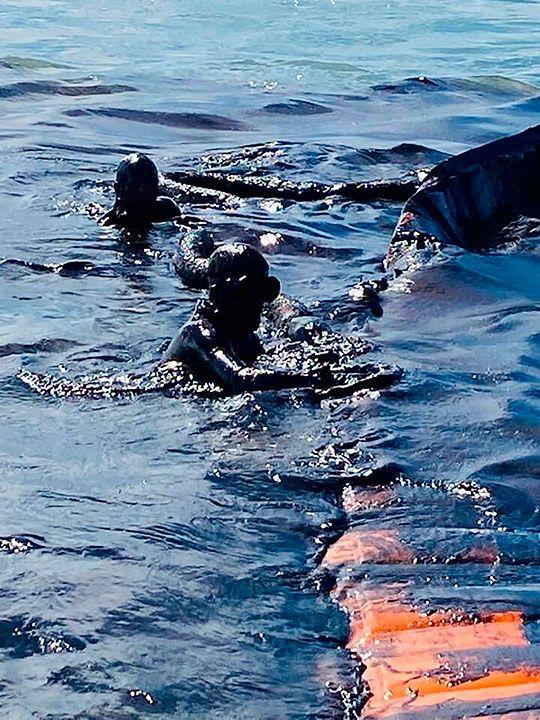 Mauritius_Leaking_Ship_93386
