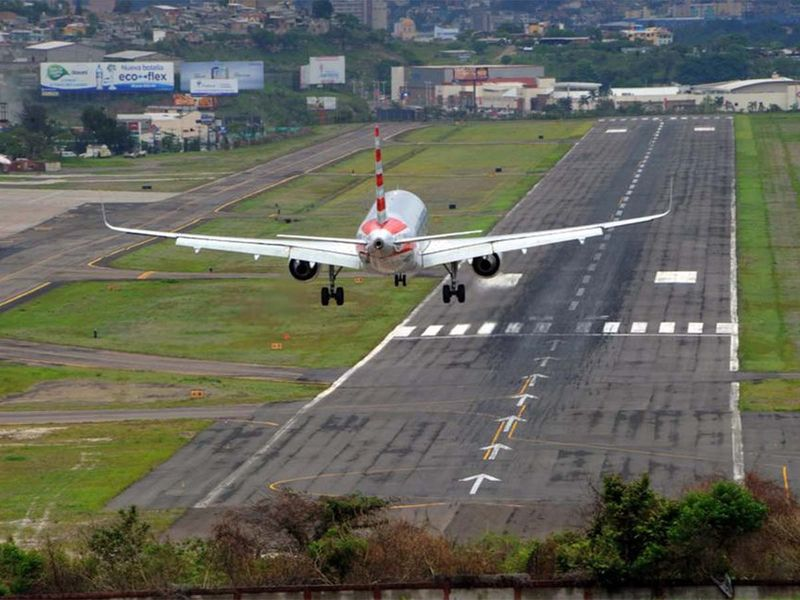 AIRPORT RUNWAY 4