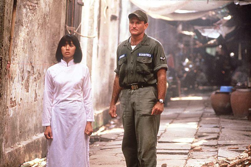 Robin Williams and Chintara Sukapatana in Good Morning, Vietnam (1987)