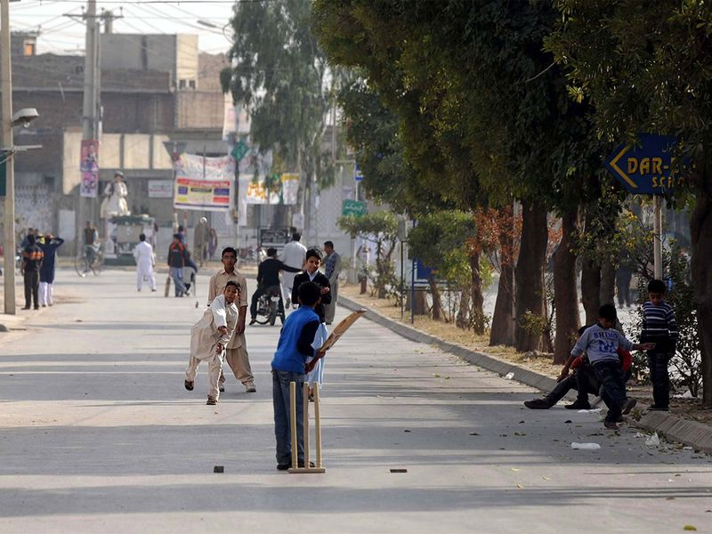 Street cricket in Pakistan