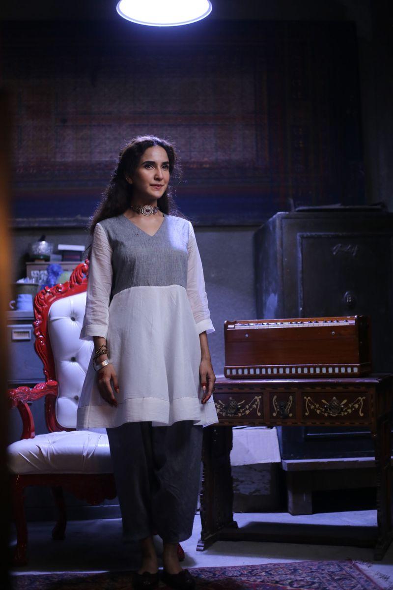 Actress Anoushey Abbasi models for YBQ at the fashion show-1597645821265