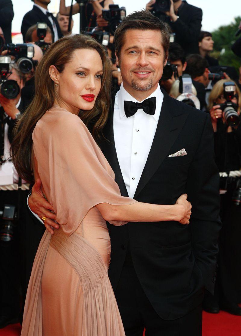TAB Brad Pitt with Angelina Jolie-1597653070117