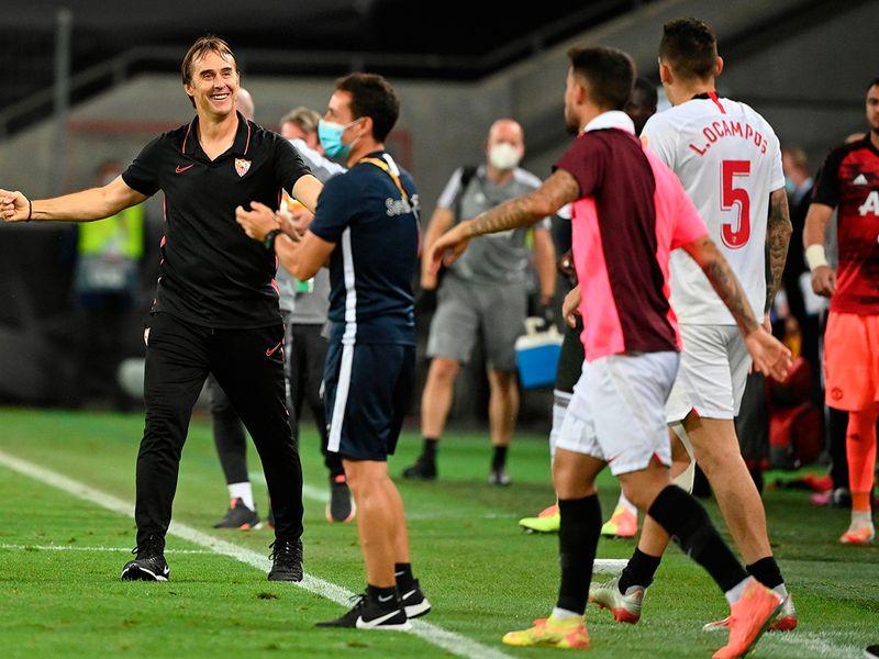Julen Lopetegui celebrates Sevilla's win over Manchester United