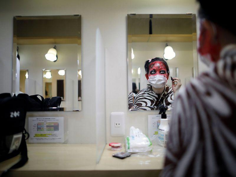 Copy-of-2020-08-22T052629Z_1719719383_RC2TII9VKH0H_RTRMADP_3_HEALTH-CORONAVIRUS-JAPAN-COFFINS
