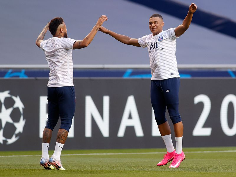 PSG's Neymar and Kylian Mbappe warm up