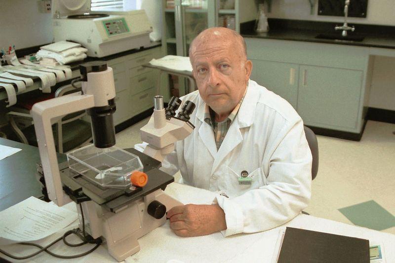Dr Hunein Maassab