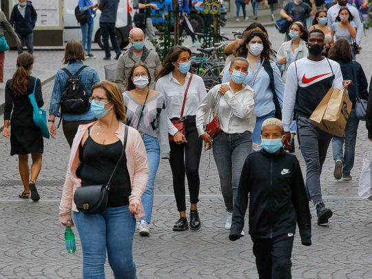 Paris shoppers mask France