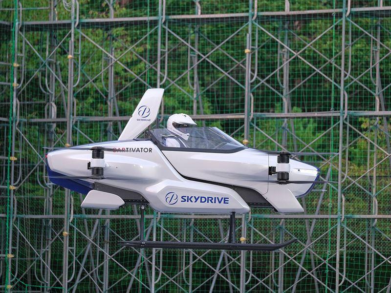 Copy-of-Japan_Flying_Car_58802