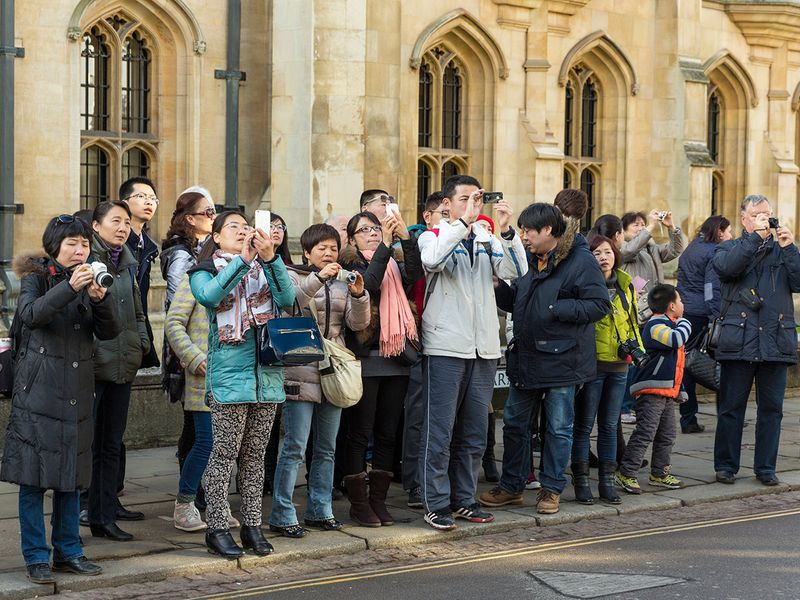 Chinese-tourists-in-Europe_iStock2