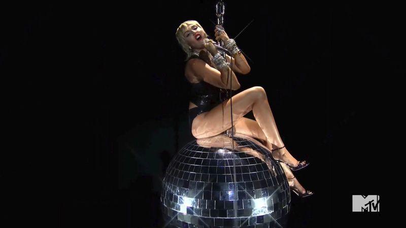 Copy of 2020_MTV_Video_Music_Awards_09275.jpg-f6493~1-1598848242860