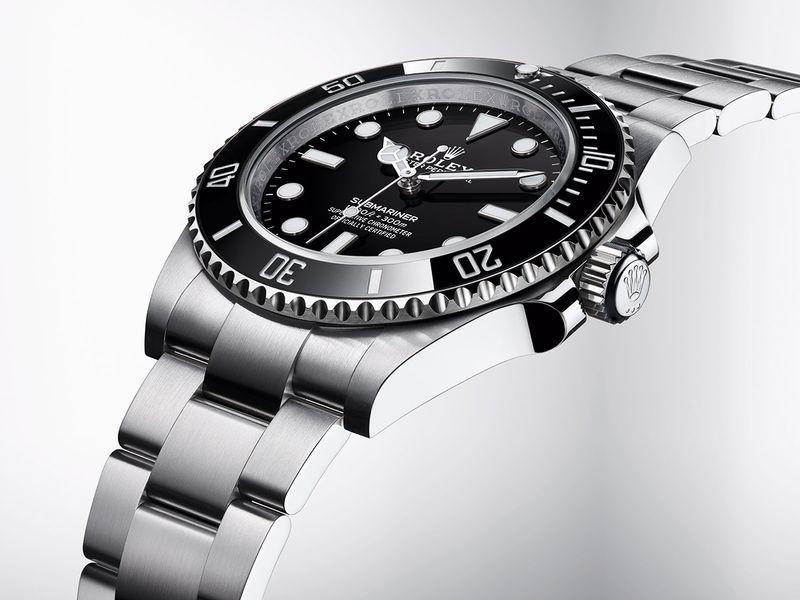 Rolex-Submariner_Ref-124060_Hero