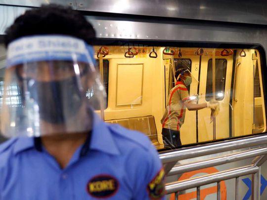 India metro worker mask