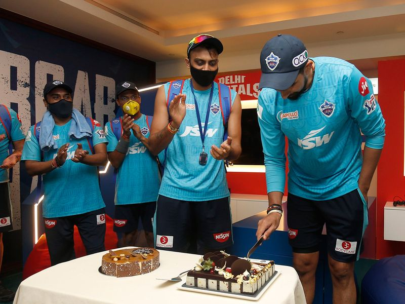 Ishant Sharma was presented with a cake by his Delhi Capitals' teammates.