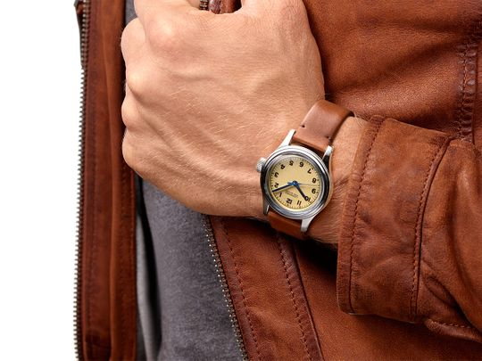 Longines-Heritage_Marine-Nationale_wristshot