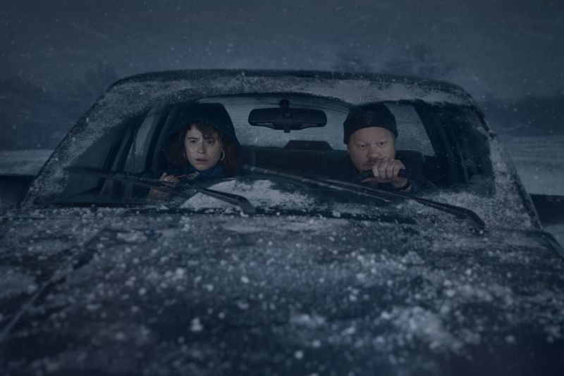 Jessie Buckley and Jesse Plemons in I'm Thinking og Ending Things-1599460588528