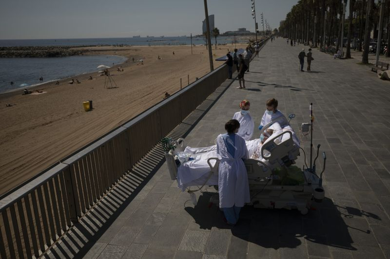 Copy of Virus_Outbreak_Spain_Seaside_Therapy_87117.jpg-4c268-1599535786463