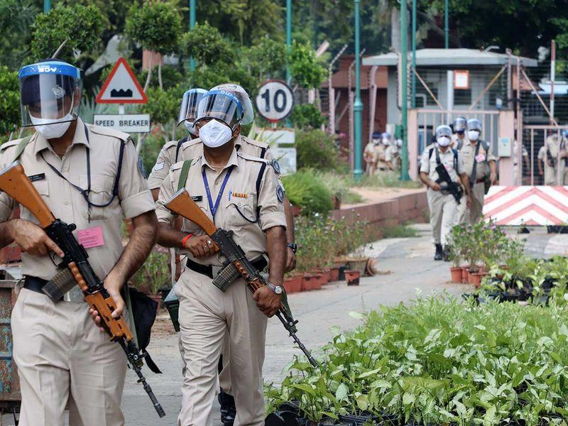 parliament paramilitary forces