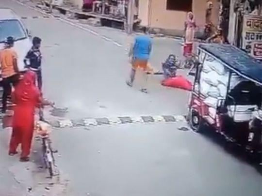 India: Viral video shows man thrashing woman on a street in Uttar Pradesh