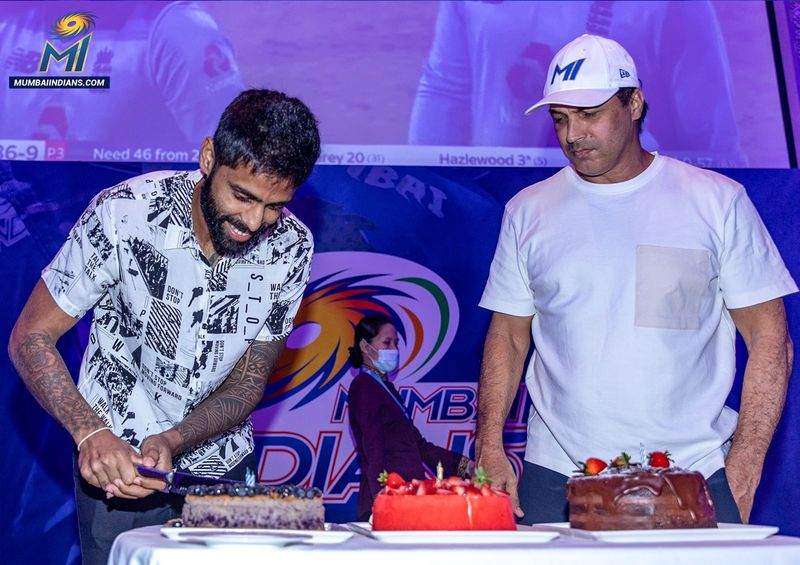 Suryakumar Yadav and Robin Singh of Mumbai Indians celebrate birthday in Abu Dhabi
