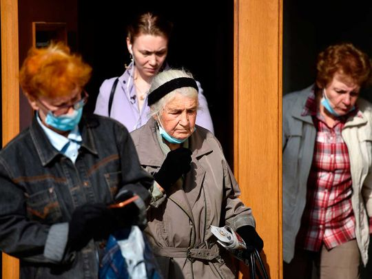 Moscow women masks covid russia