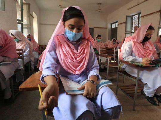 Pakistan school students mask