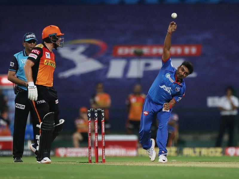 Amit Mishra of Delhi Capitals bowls