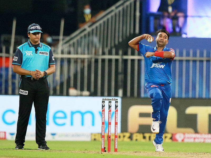Amit Mishra of Delhi Capitals bowls.