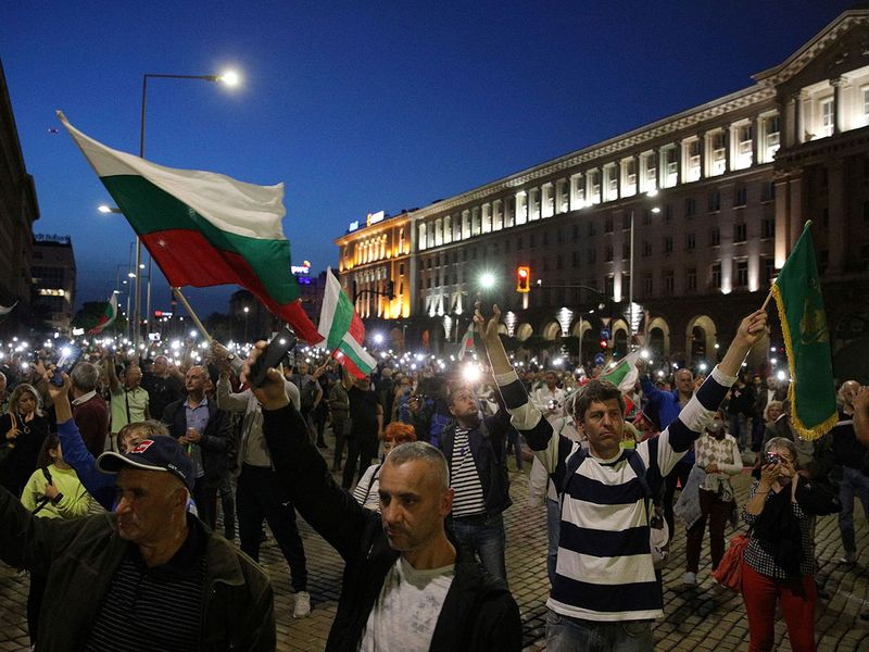 2020-10-03T201457Z_1850705310_RC28BJ9A3TY2_RTRMADP_3_BULGARIA-GOVERNMENT-PROTESTS-(Read-Only)