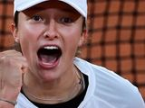 Iga Swiatek celebrates her win over Simona Halep
