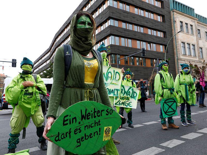 2020-10-05T080856Z_1903244483_RC28CJ9VLLCD_RTRMADP_3_GERMANY-PROTESTS-EXTINCTION-REBELLION