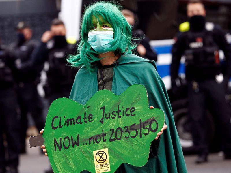 2020-10-05T081002Z_1257559423_RC28CJ9CWBXN_RTRMADP_3_GERMANY-PROTESTS-EXTINCTION-REBELLION