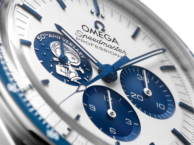 omega-Speedmaster_Snoopy_50th-anniversary-edition_apollo-13_dial