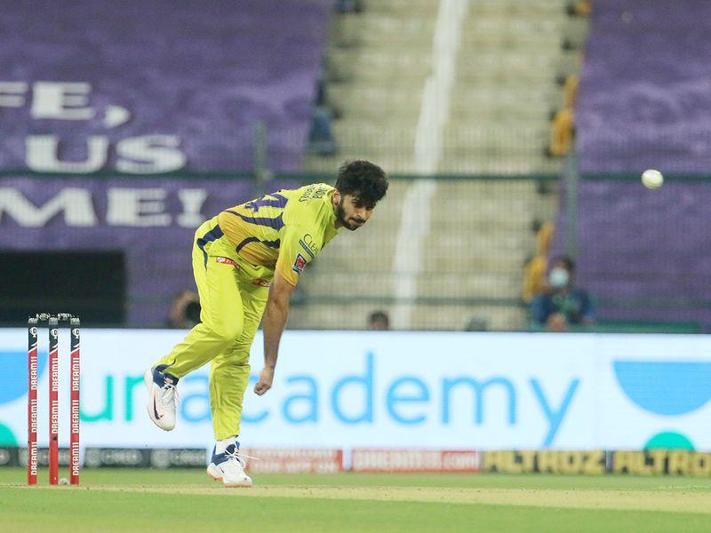 Shardul Thakur of Chennai Superkings bowls.