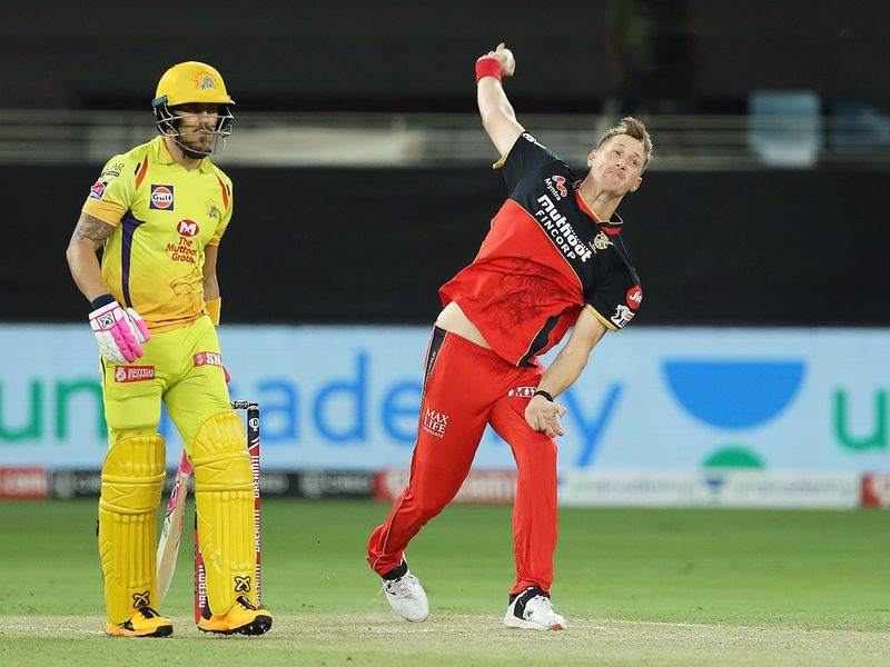 Chris Morris of Royal Challengers Bangalore bowles.