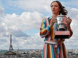 Iga Swiatek poses with the Franch Open trophy in Paris