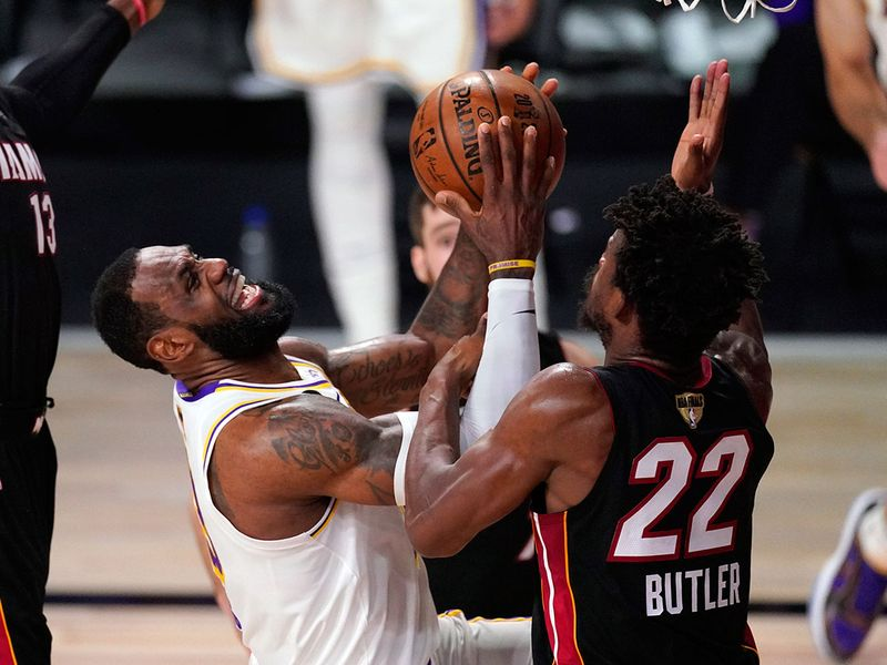 LeBron-James-collides-with-Jimmy-Butler