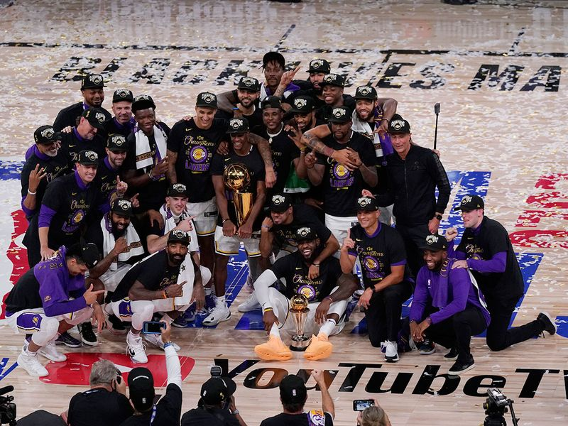 The Los Angeles Lakers players and coaches celebrate